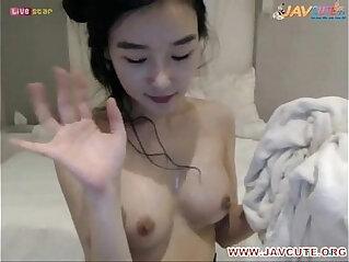 korean student on cam