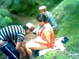himachali shy aunty fucked outdoor secretely