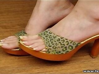 sexy toes, sexy feet, sexy long toenails