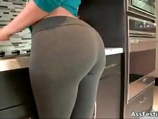 Sexy girl showing off ass