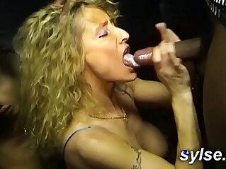 Entre copines au sexshop et dans les champs