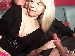 madura - French mature in stockings gets double penetrated in a swinger club