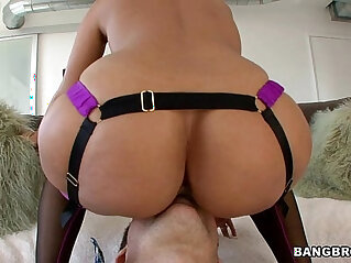 Awesome MILF to play with