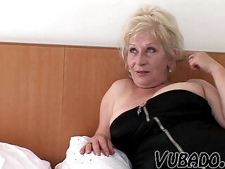 HORNY MATURE COUPLE SEX !!