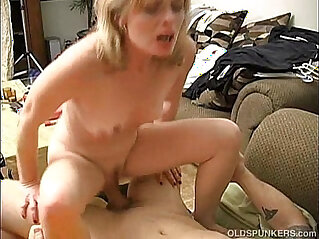 Pandora is a pretty amateur who loves to fuck
