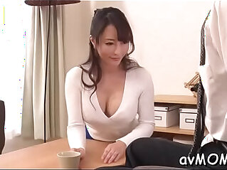 enge Pussy - Slim mom positions her tight cunt on hard cock whilst deepthroating