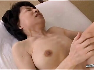 Mature Woman With Hairy wet Pussy Fingered And Licked By Young Guy On The Mattress