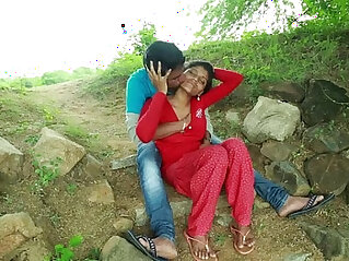 Village Aunty Romance With her Neighbour In Outdoor Latest Telugu Romantic Short