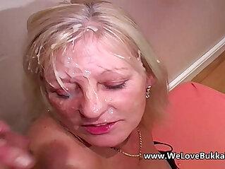 Older mature amateur wife does bukkake